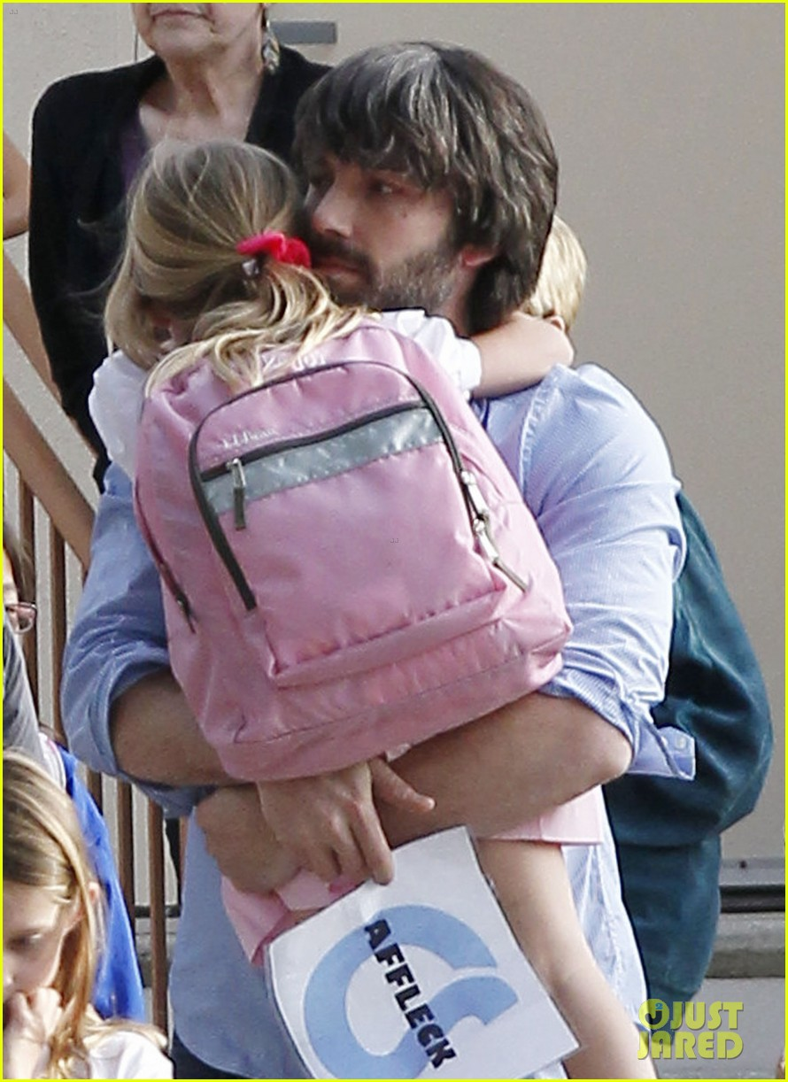 ben affleck violet hug after school 022604745