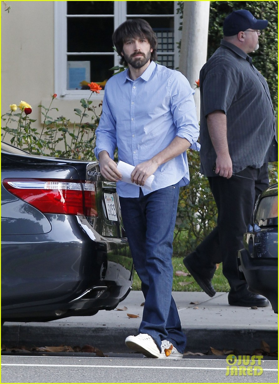 ben affleck violet hug after school 05