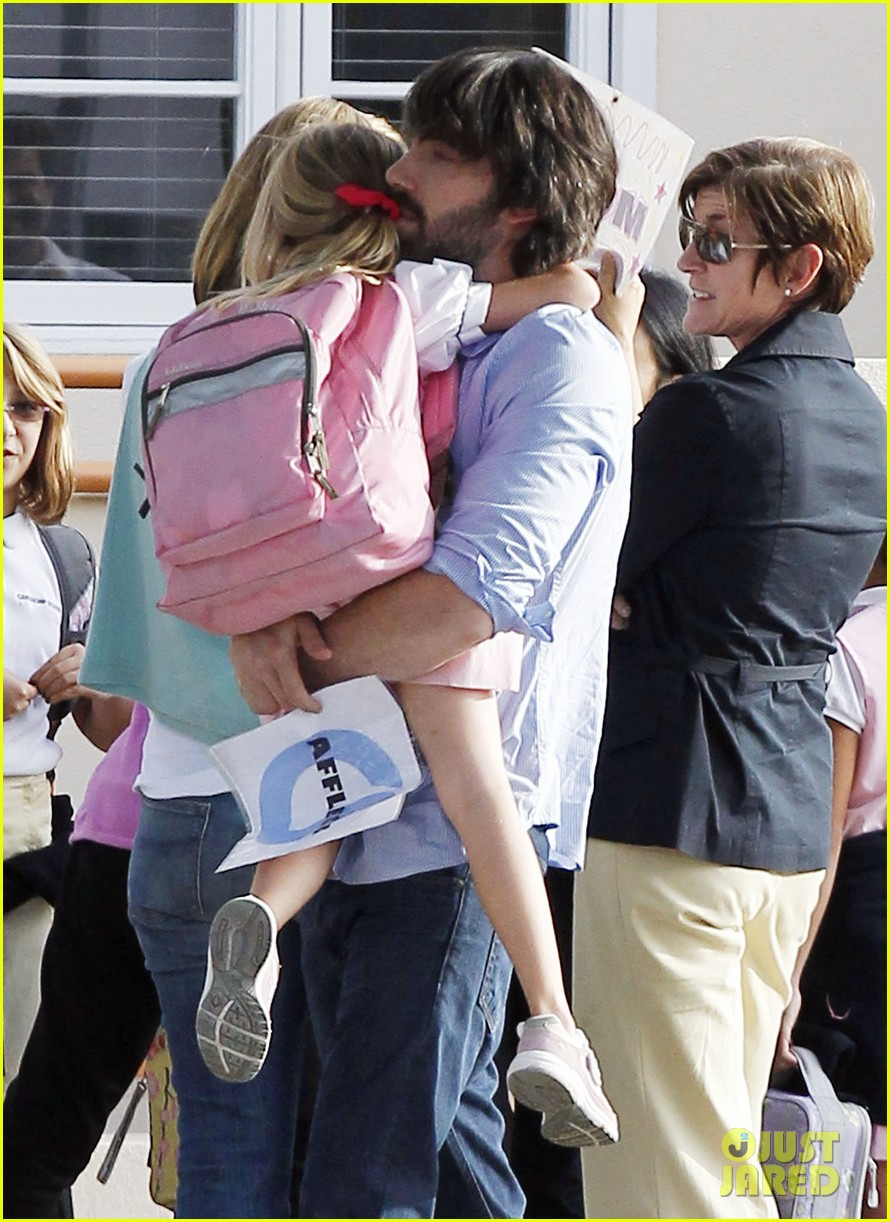 ben affleck violet hug after school 06