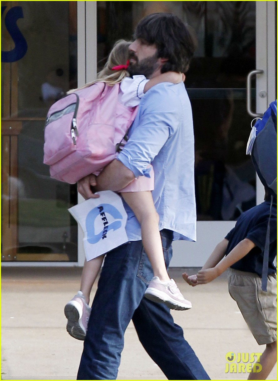 ben affleck violet hug after school 08