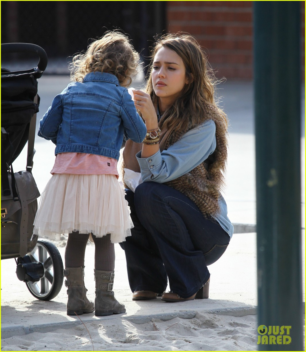 jessica alba park day family 132602172