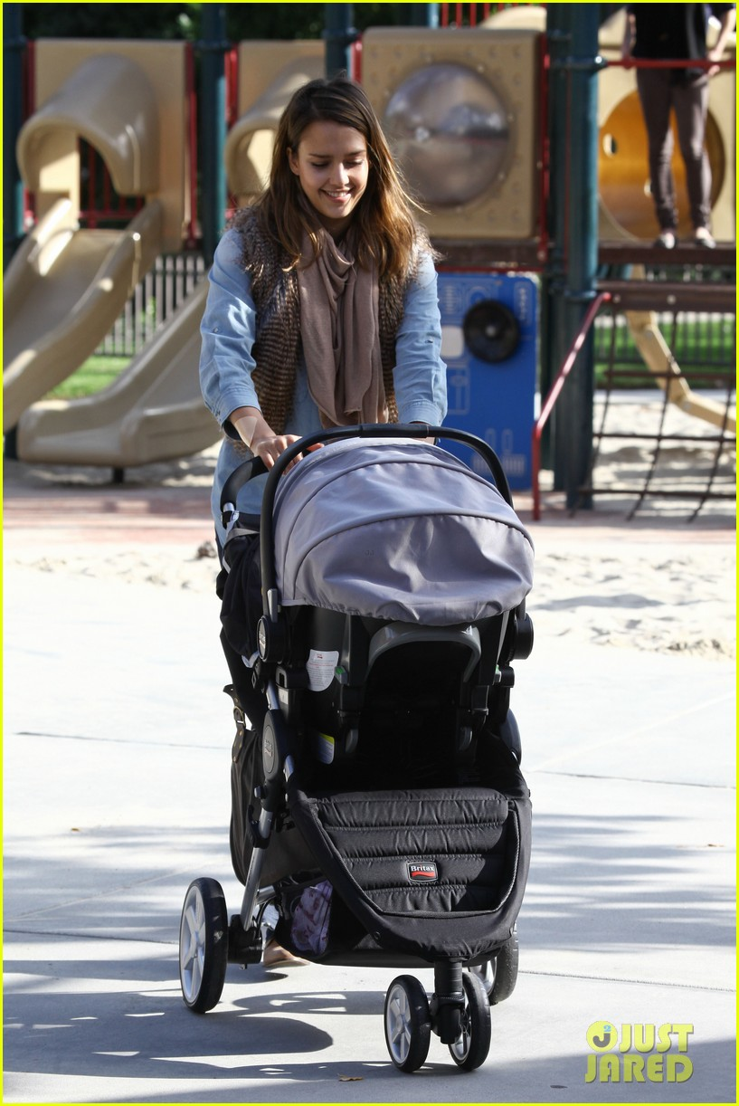 jessica alba park day family 15