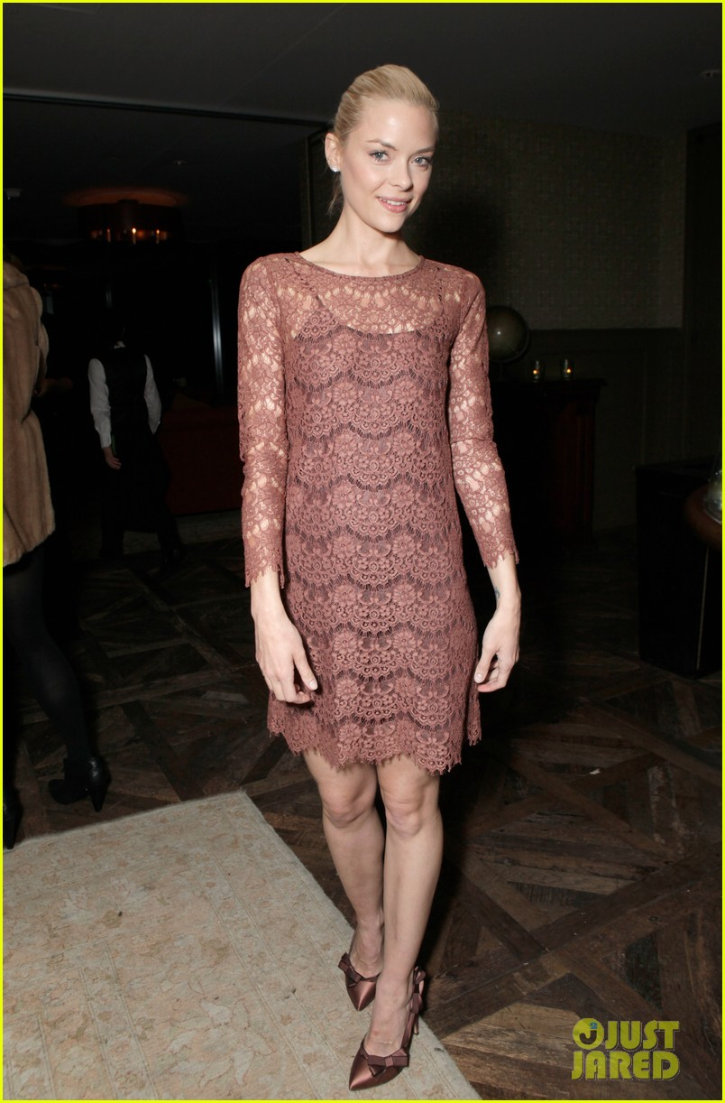 jessica alba jaime king swarovski holiday dinner 02