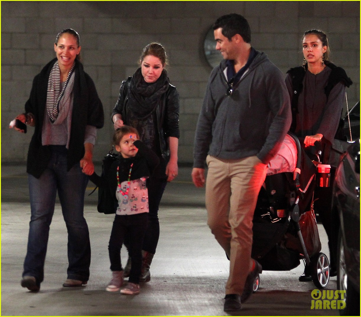 jessica alba thanksgiving shopping family 01