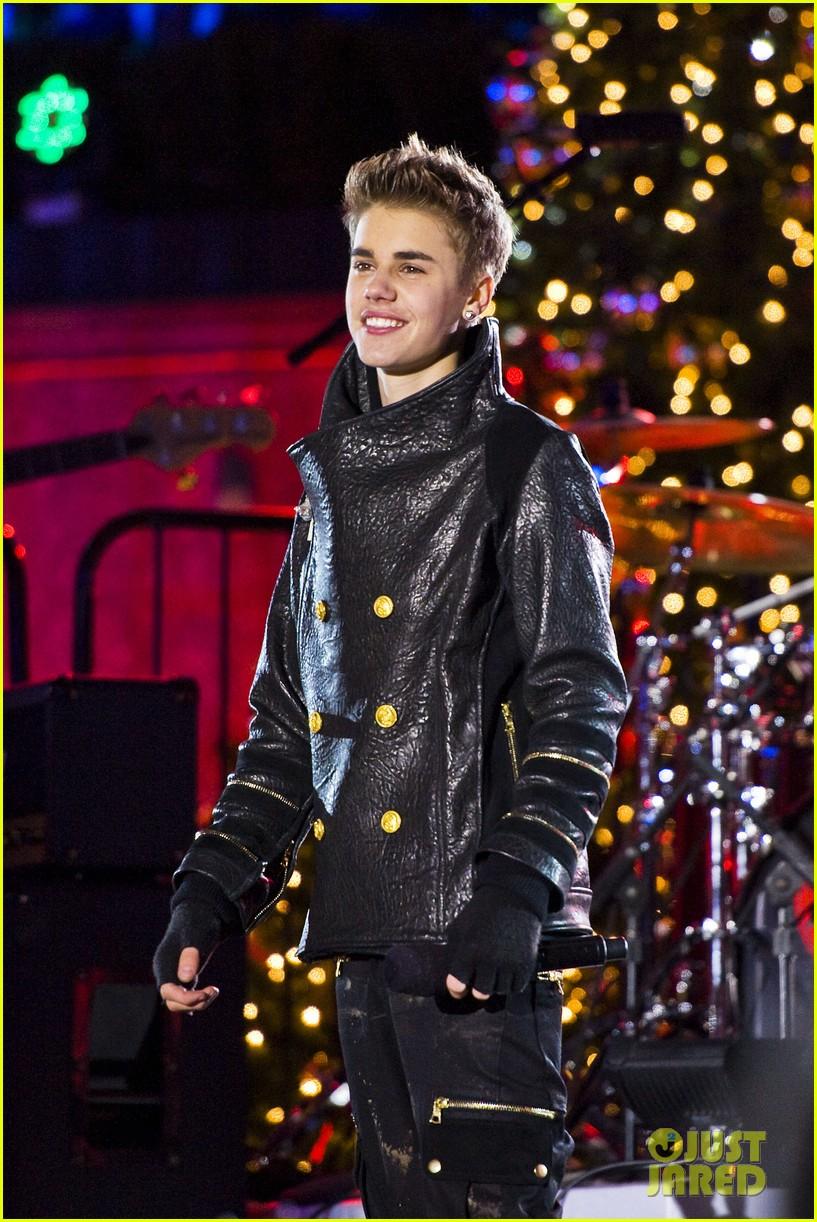 Justin Bieber: Christmas Concert Pics!: Photo 2603636 | Justin ...