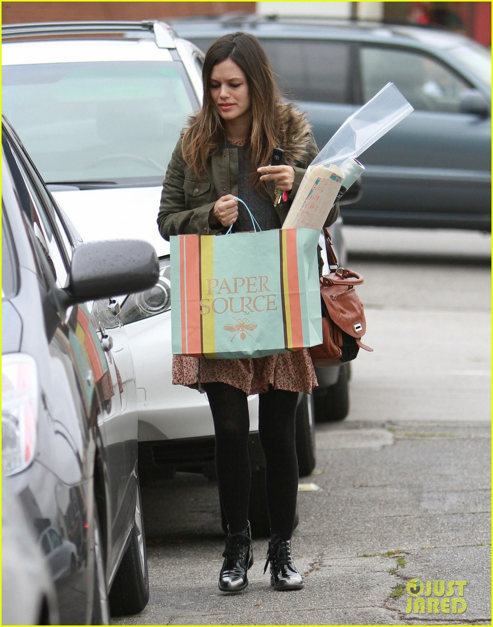 rachel bilson sends a present 04