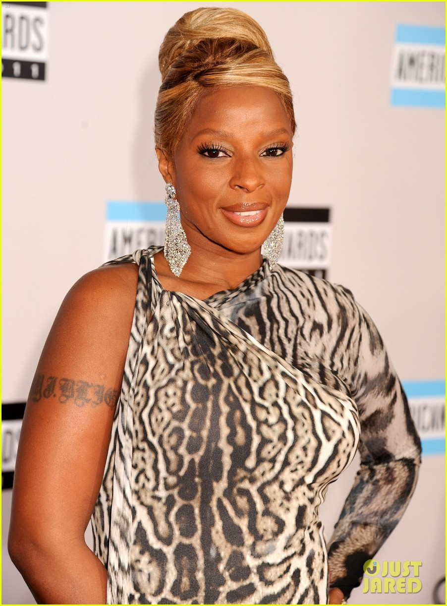 mary j blige amas 2011 red carpet 01