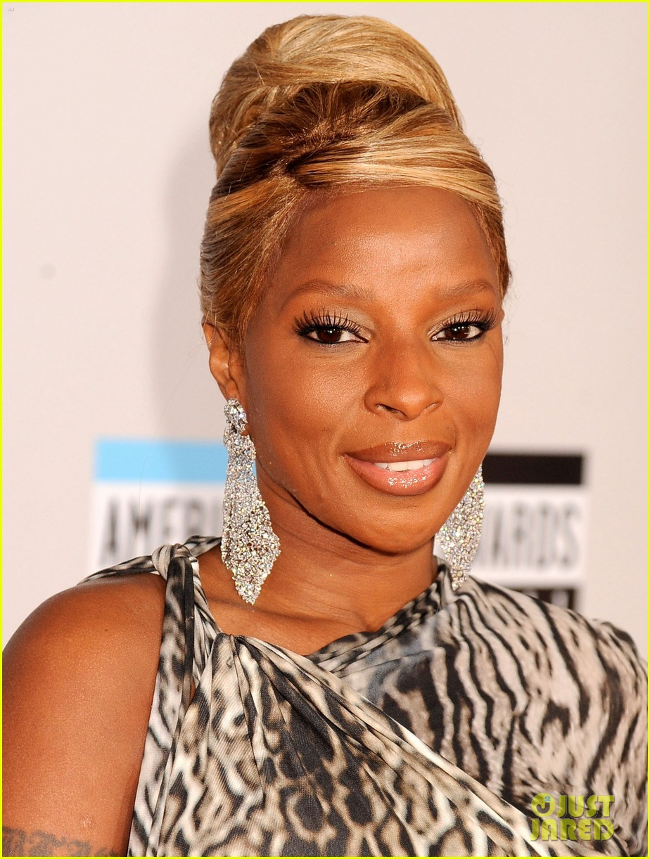 mary j blige amas 2011 red carpet 02