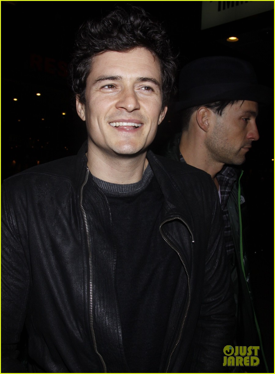 orlando bloom kisses for flynn 04