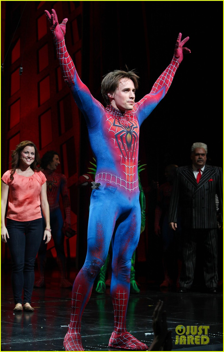 michael buble visits spiderman broadway 052604505