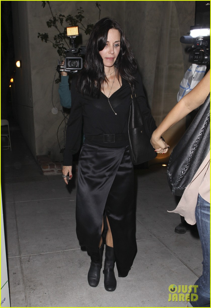 courteney cox out to dinner 012604909