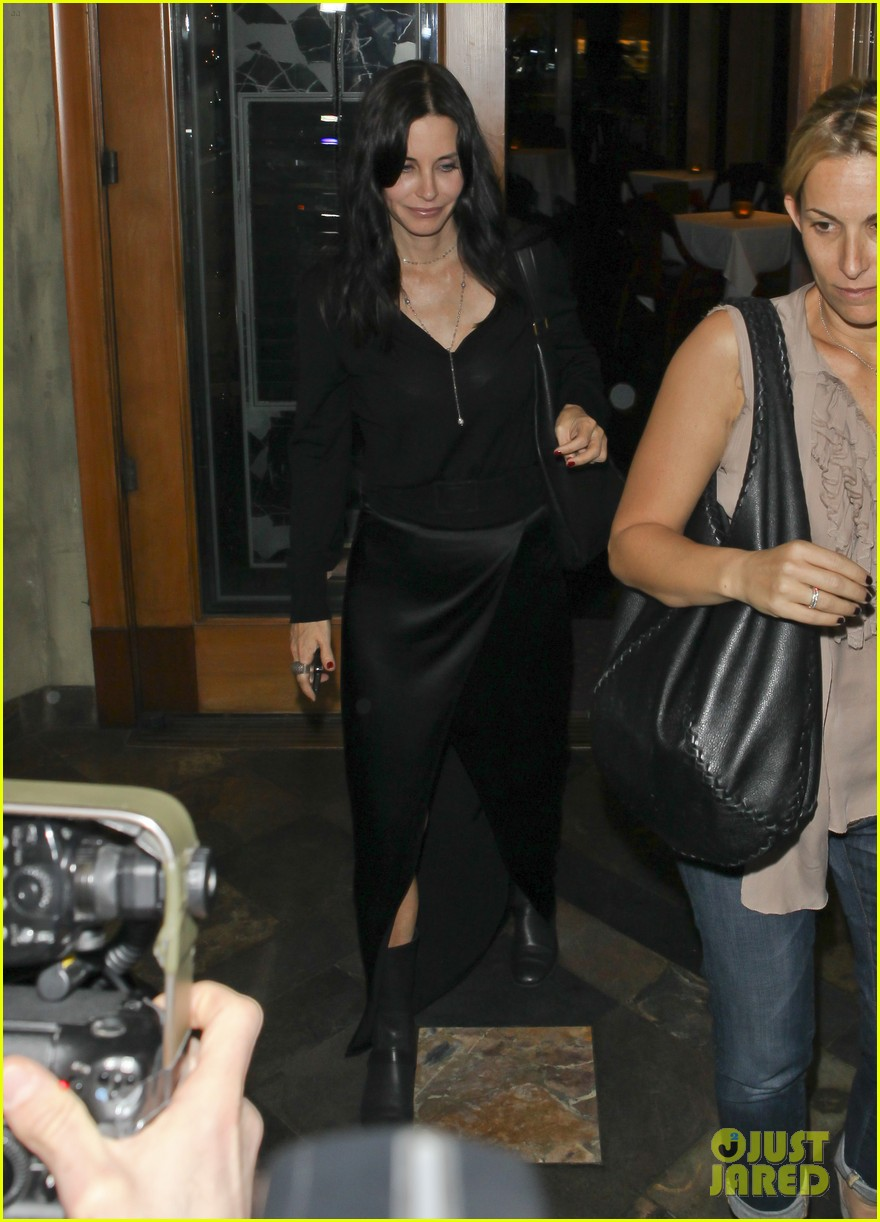 courteney cox out to dinner 052604913