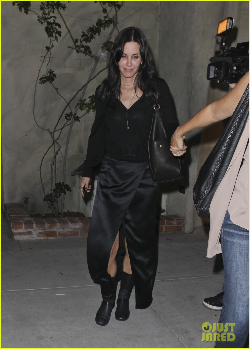 courteney cox out to dinner 062604914