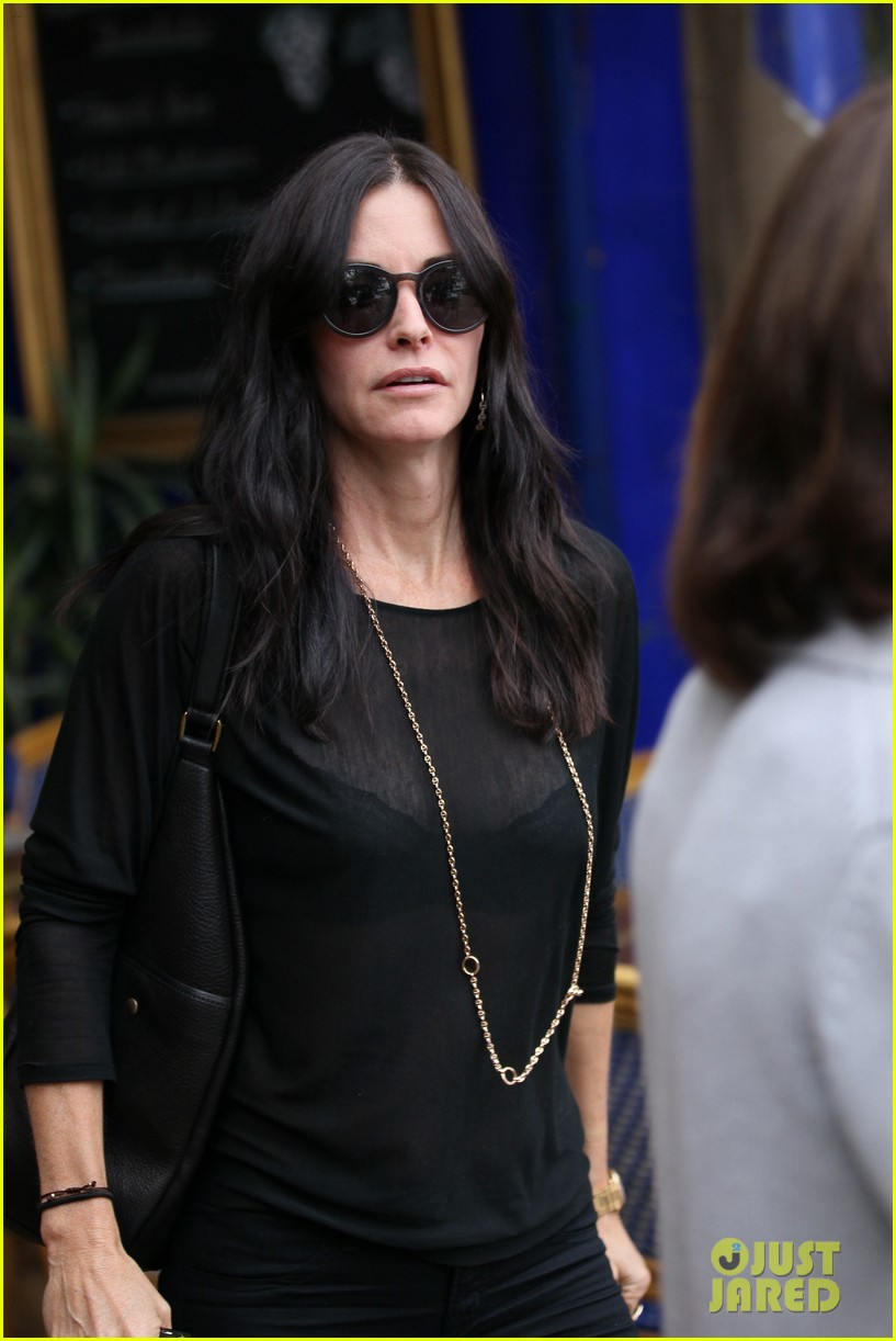 courteney cox lunch shopping friend 11