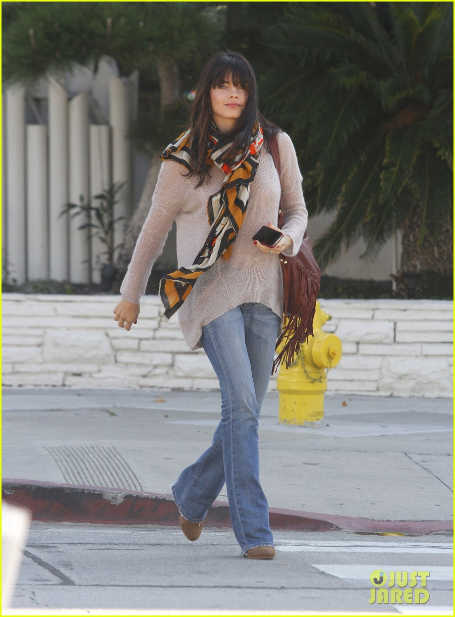 jenna dewan scarf beverly hills 12