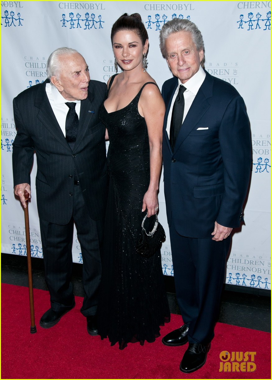 catherine zeta jones michael douglas children at heart gala 05