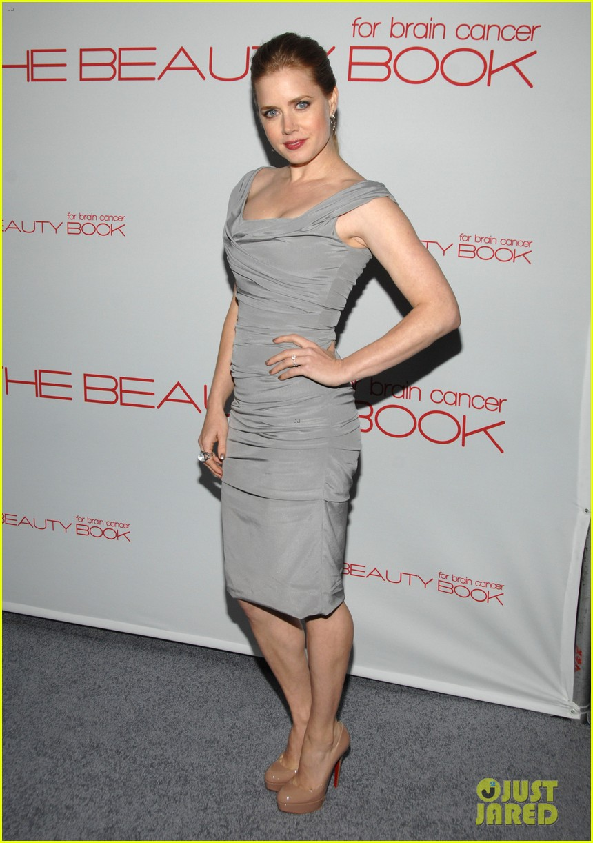 hilary duff the beauty book launch party with mike comrie 012600545