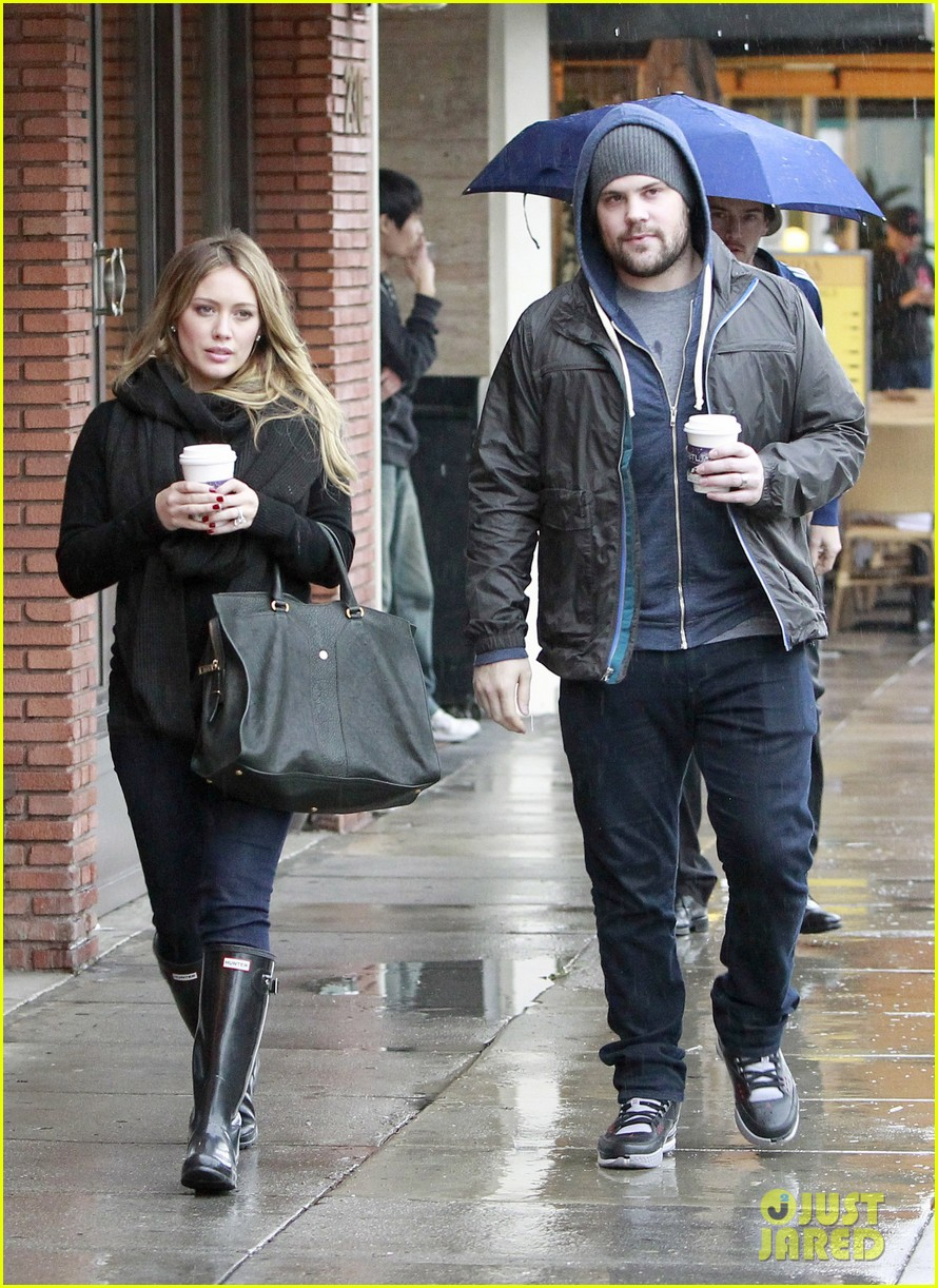 hilary duff prefers wearing tight clothes during pregnancy 04