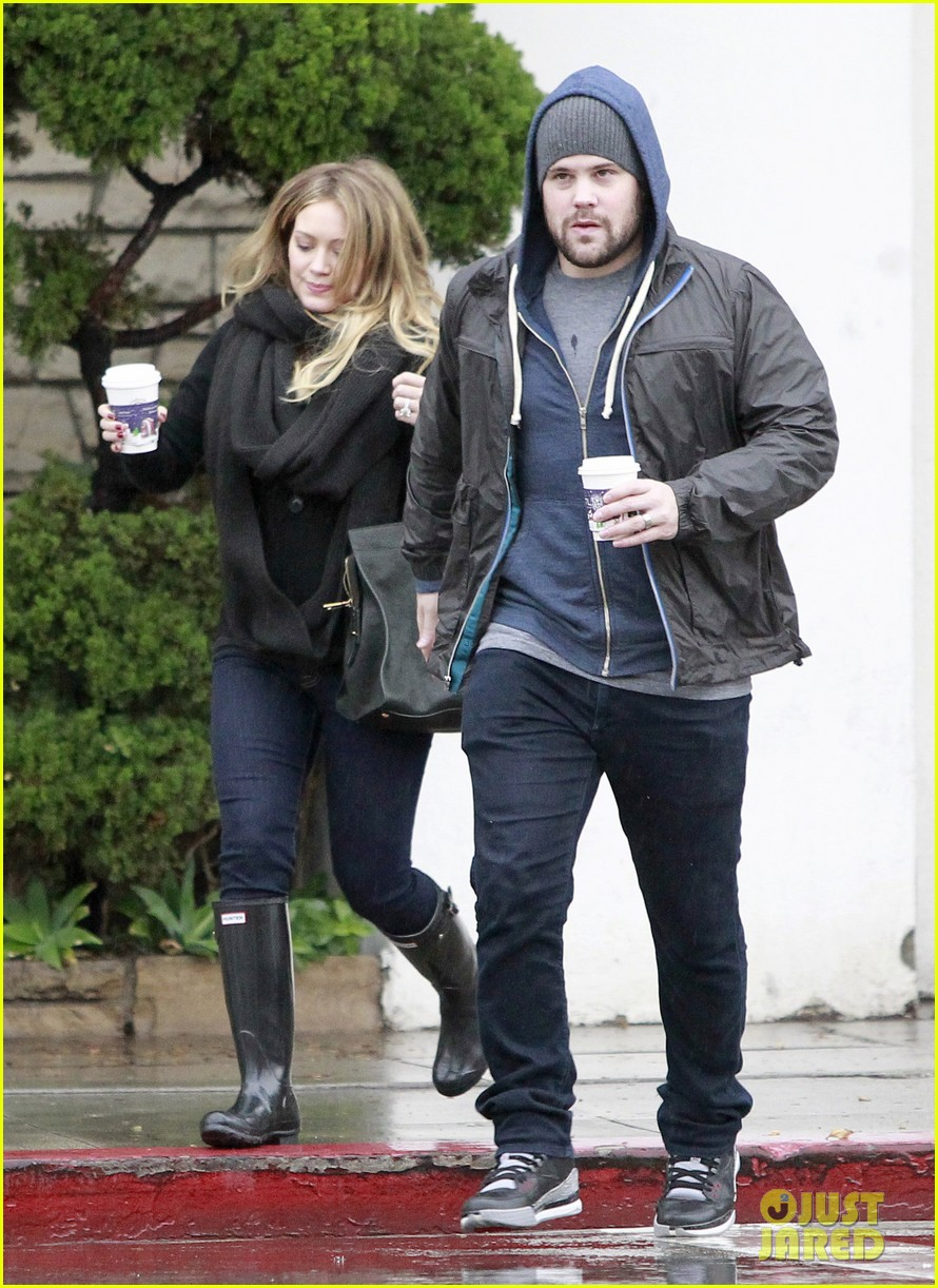 1118fdd1624 Hilary Duff Prefers Wearing Tight Clothes During Pregnancy  Photo ...