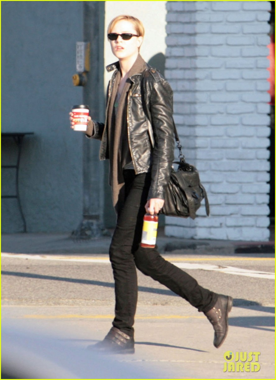 evan rachel wood grabs coffee 012604032