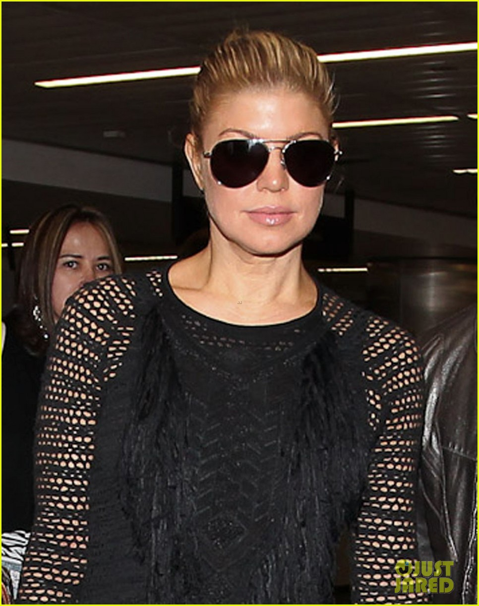 fergie black eyed peas arrive in brazil 02