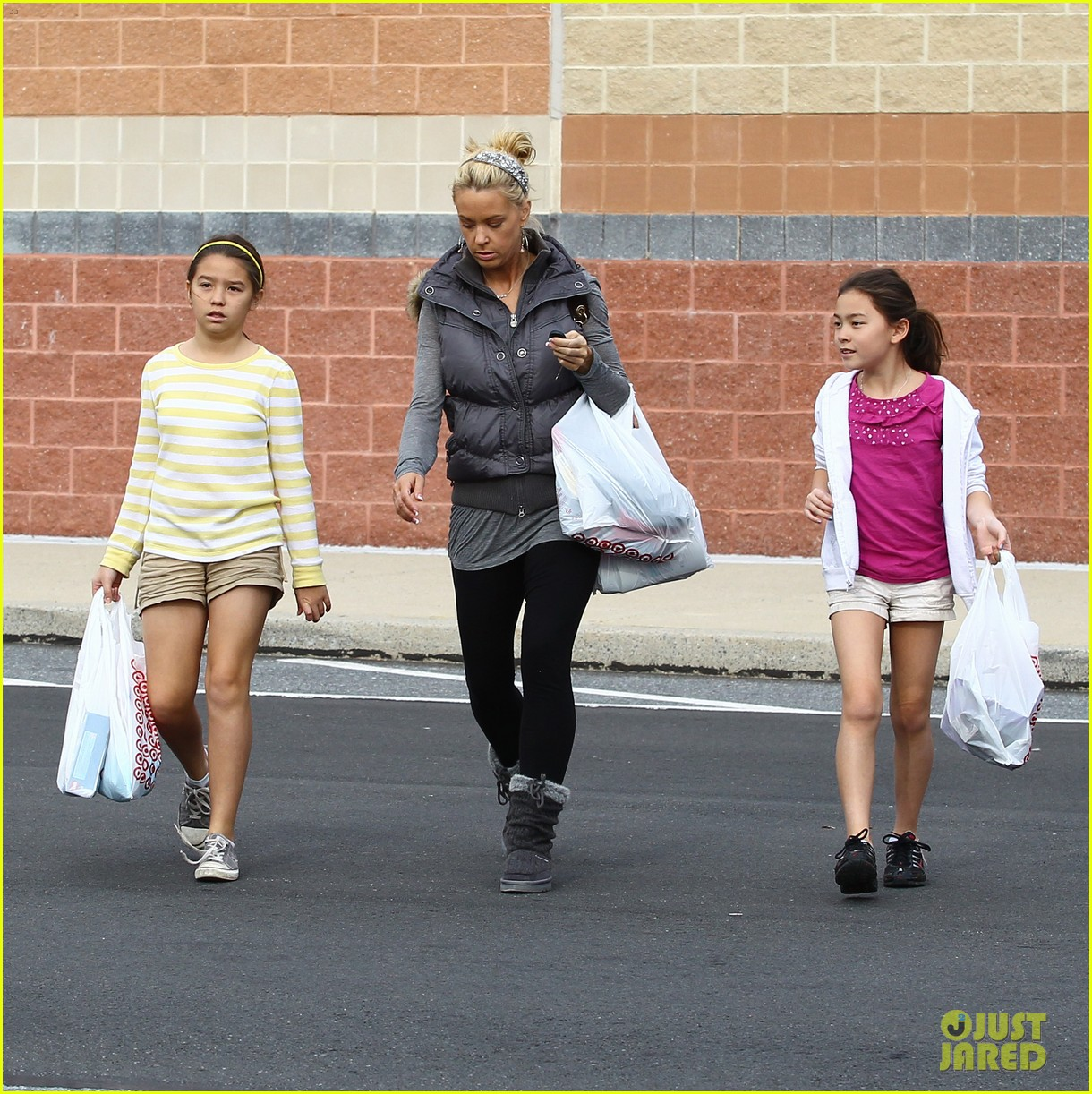 kate gosselin shops for holiday decorations 02