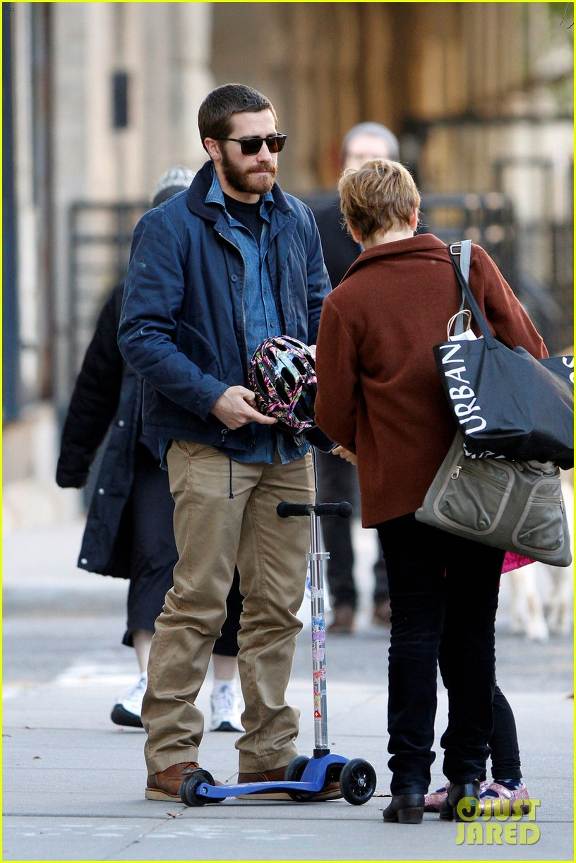 jake gyllenhaal spends the day with niece ramona 03