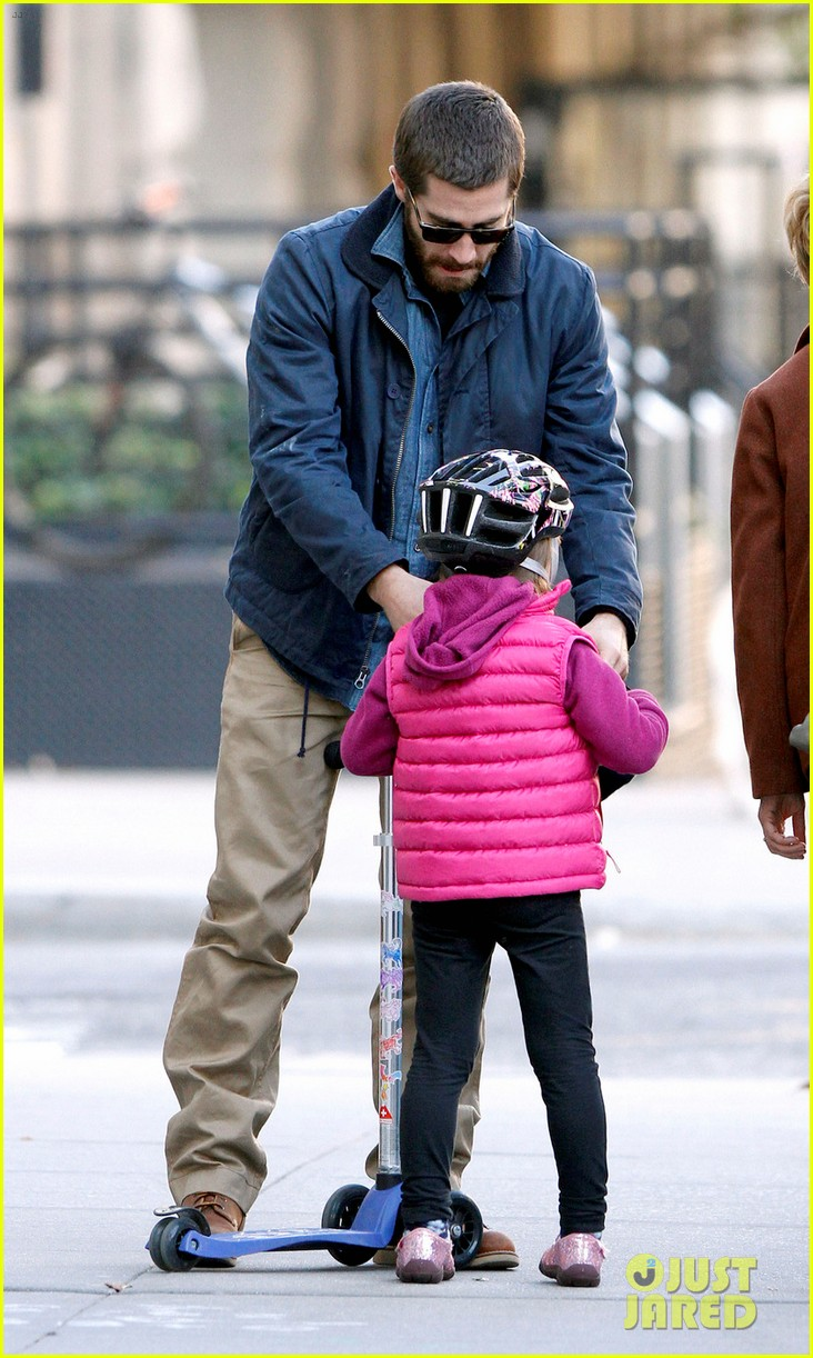 jake gyllenhaal spends the day with niece ramona 052599812