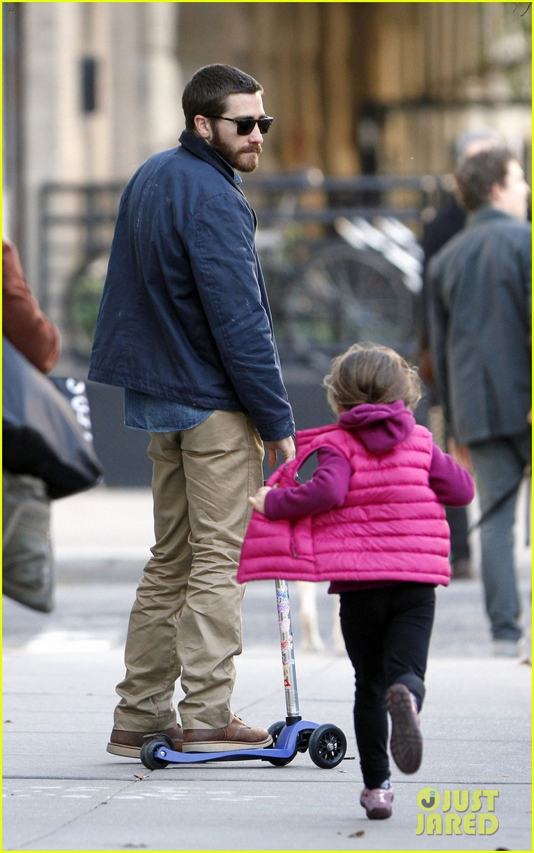 jake gyllenhaal spends the day with niece ramona 082599815