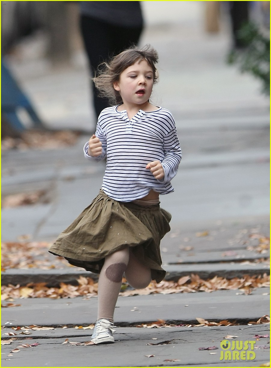 maggie gyllenhaal after school walk with ramona 032604795