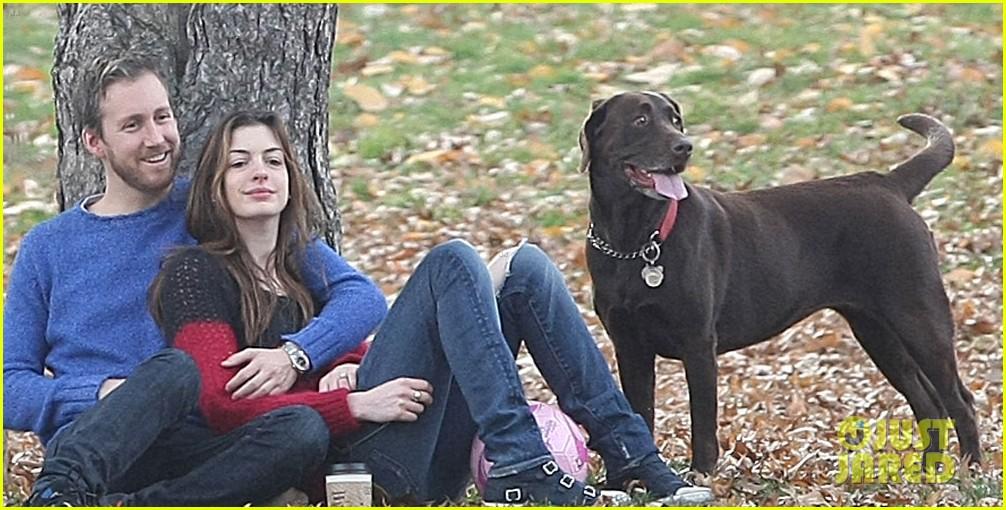 Full Sized Photo of anne hathaway engaged adam shulman 05 ... Anne Hathaway