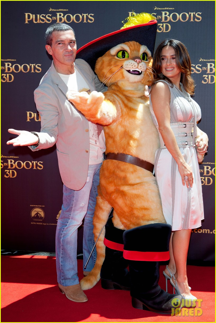 salma hayek brings puss in boots to australia 06