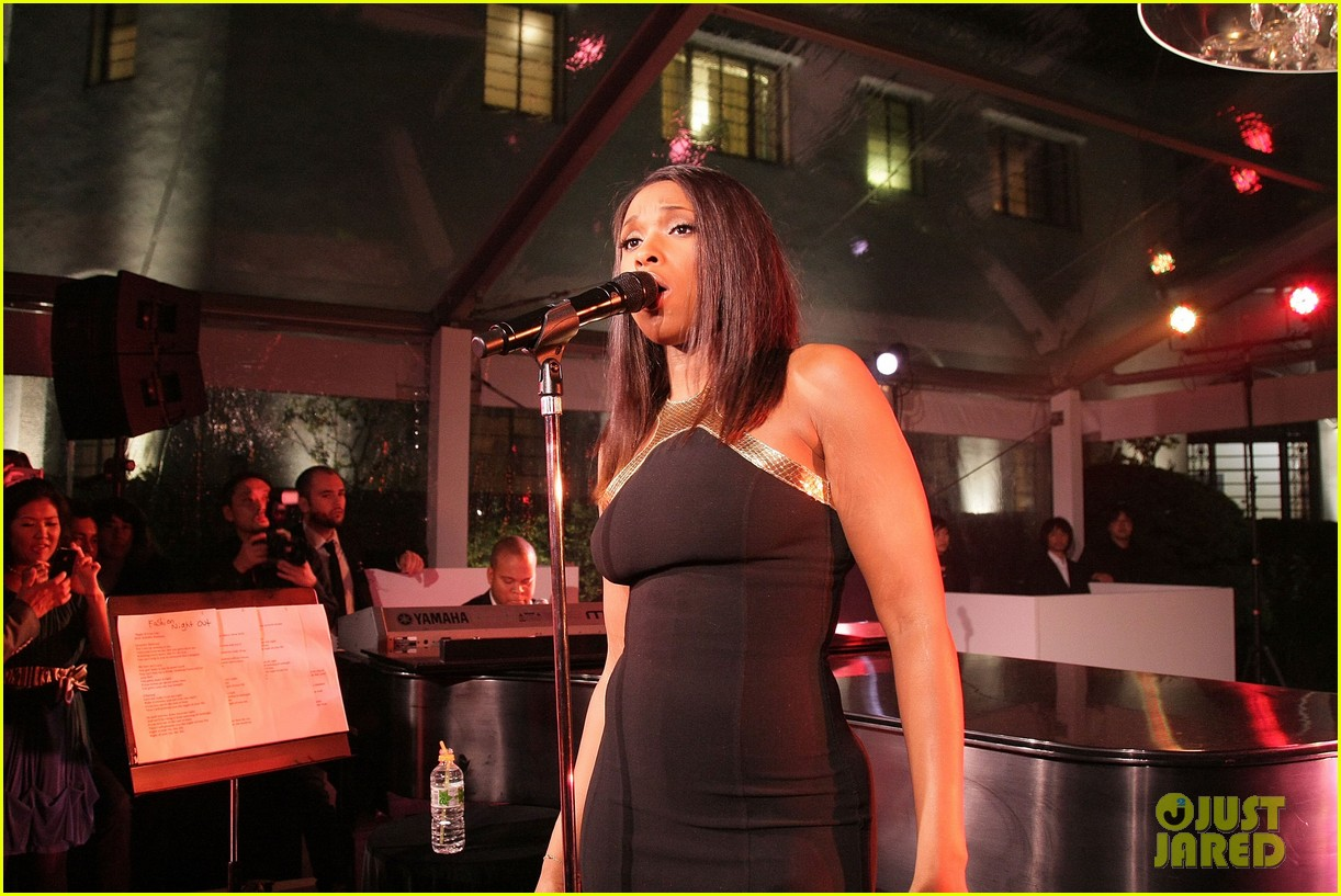 jennifer hudson fashions night out performance tokyo 052597390