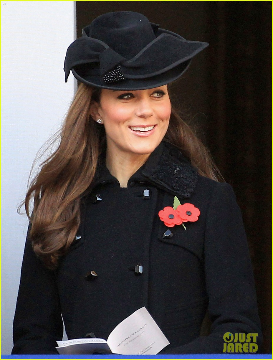 prince william duchess kate remembrance day 122599835