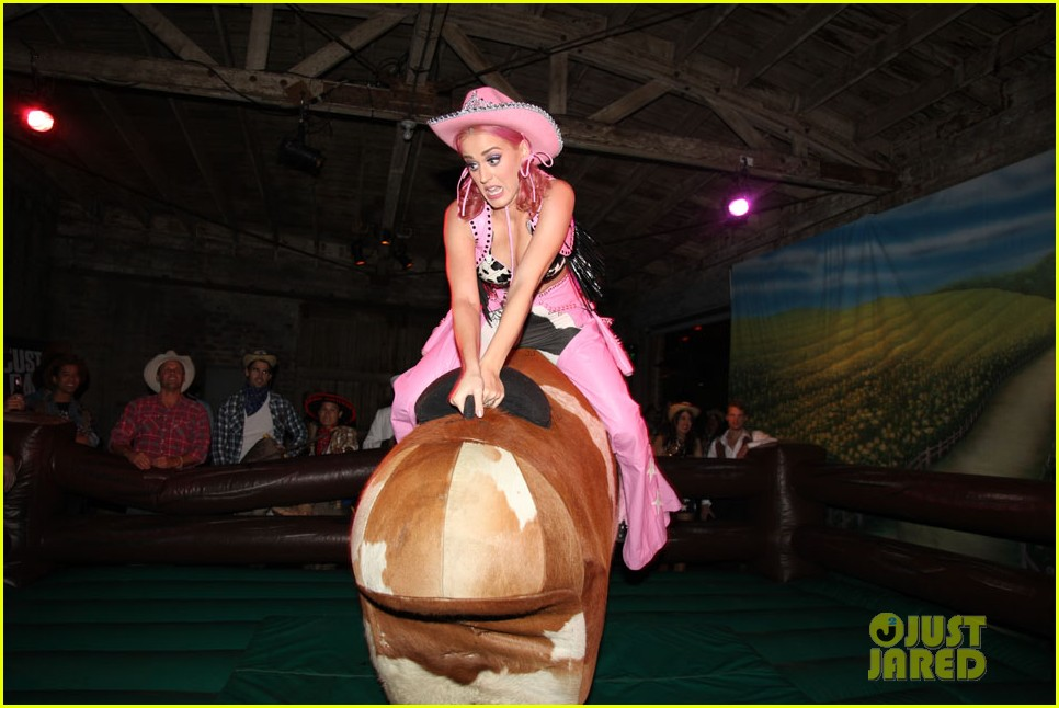 katy perry wild west ho down throwndown 05