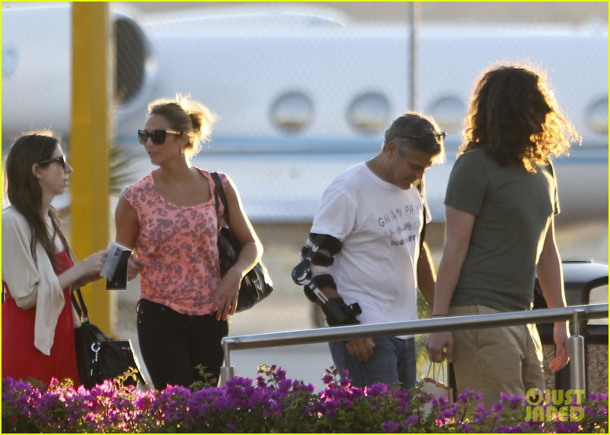 george clooney stacy keibler leaving cabo 03