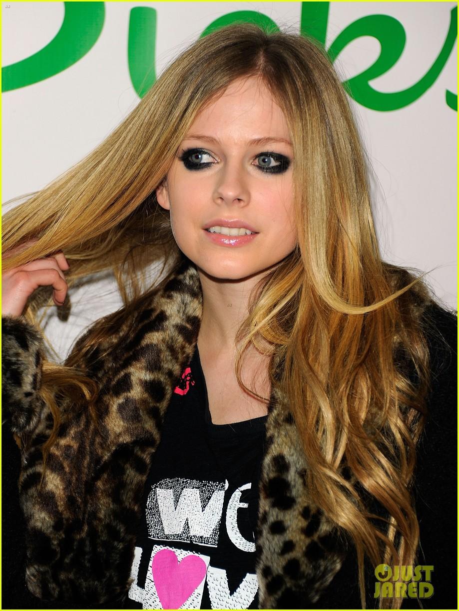 Avril Lavigne Brown Hair Brown Hairs
