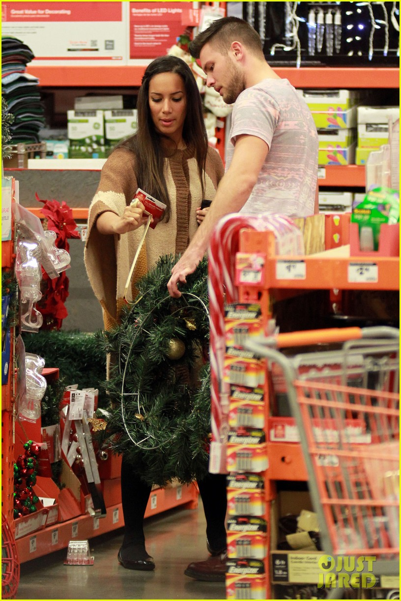 Leona Lewis Home Depot With Dennis Jauch Photo 2599293