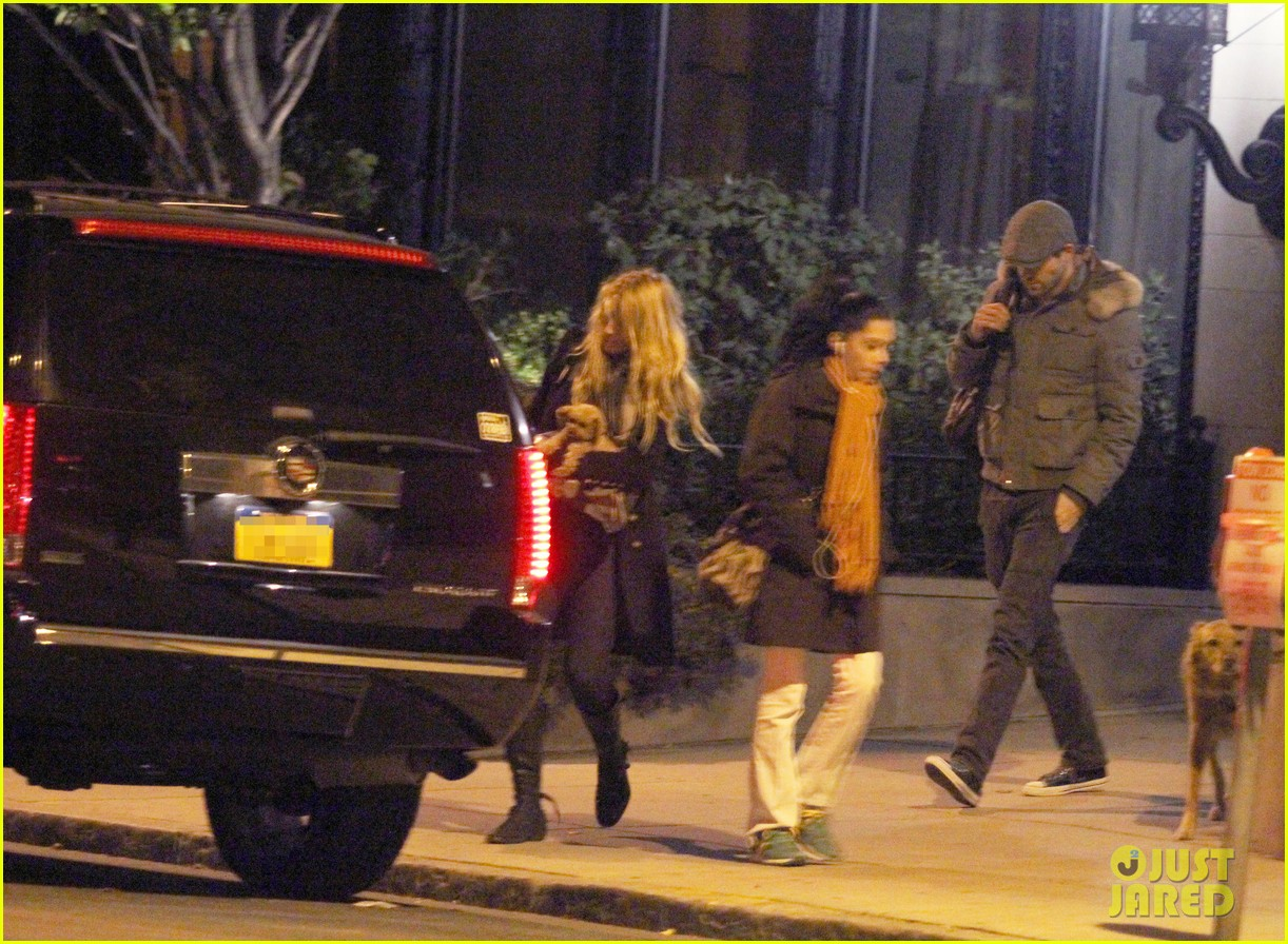 blake lively ryan reynolds suv 012597515