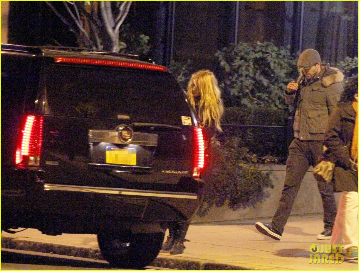 blake lively ryan reynolds suv 022597516