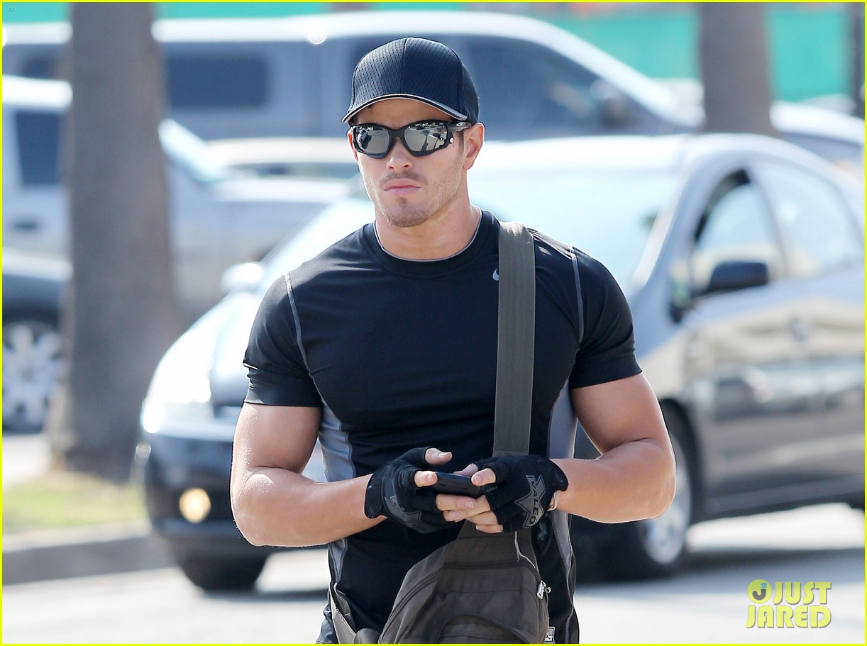kellan lutz works out santa monica 08