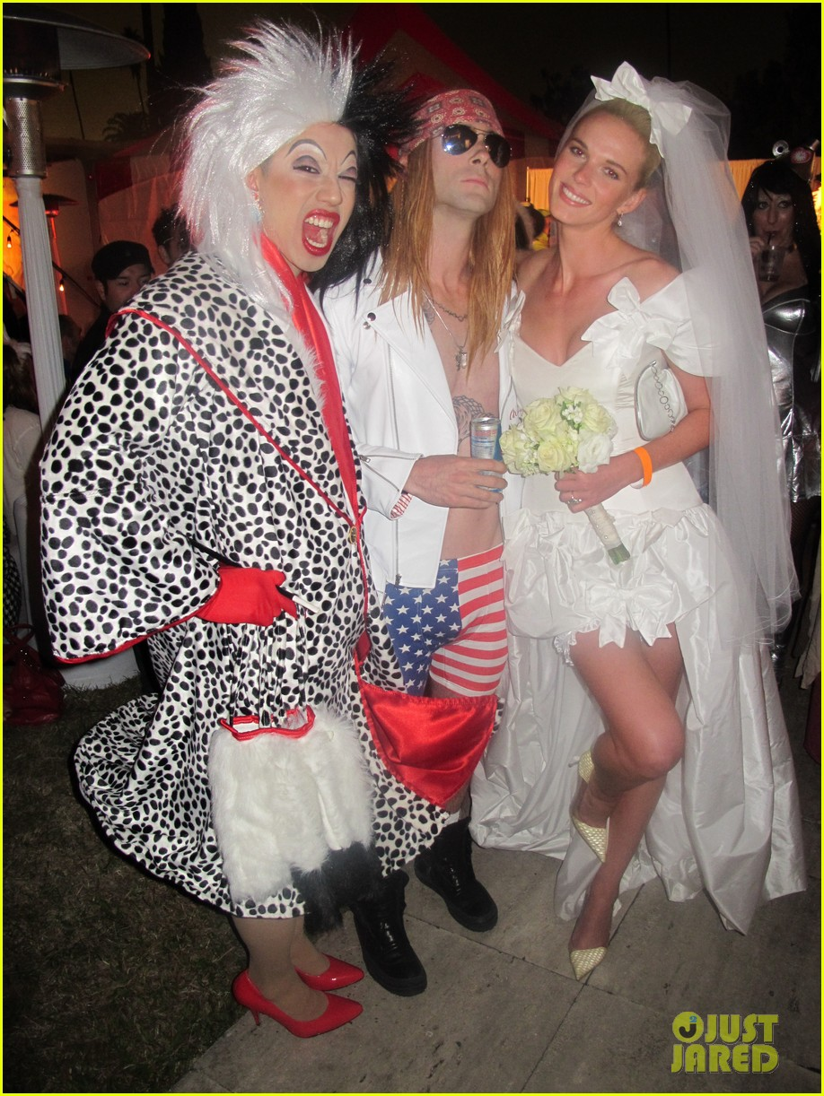 adam levine maroon 5 halloween party 15