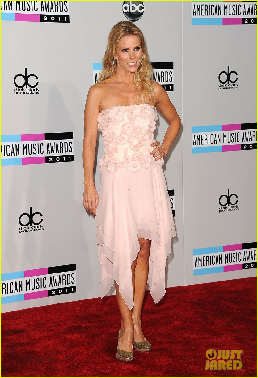Jenny McCarthy & Julie Bowen - AMAs 2011 Red Carpet: Photo 2602492 ...