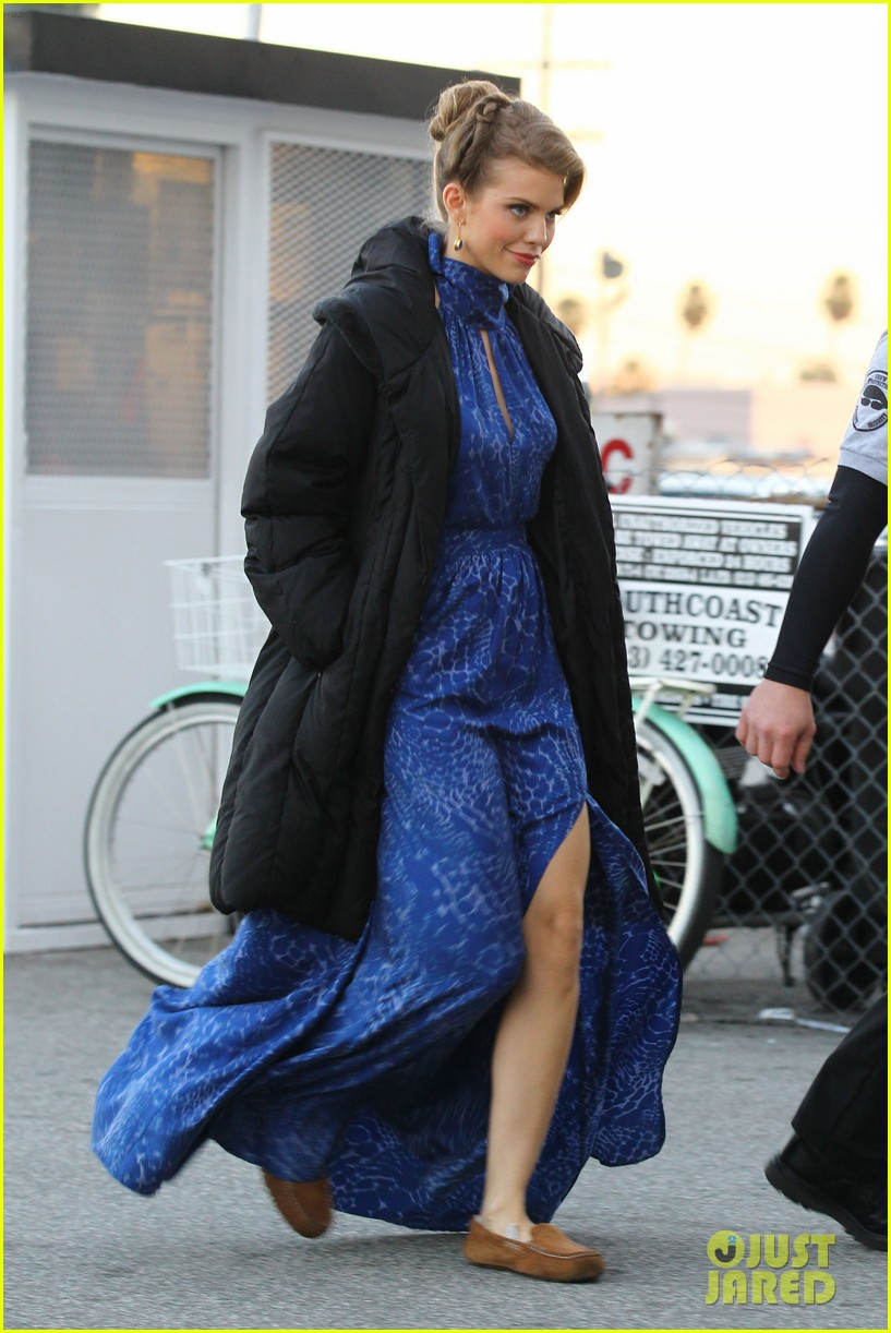 annalynne mccord waves on set 23