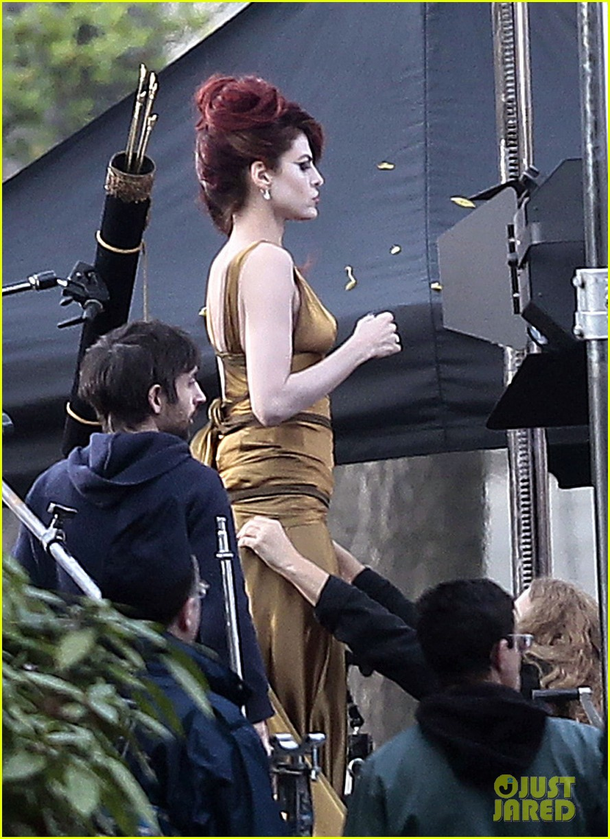 eva mendes on set of holly motors 01
