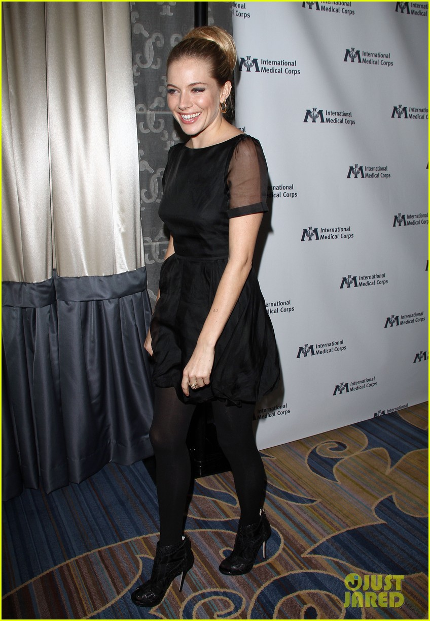 sienna miller medical corps awards celebration 06