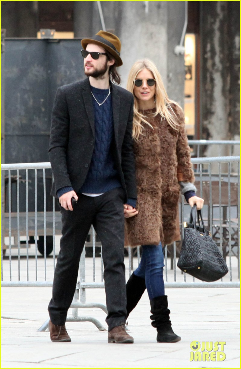 sienna miller saint marks square tom sturridge 03