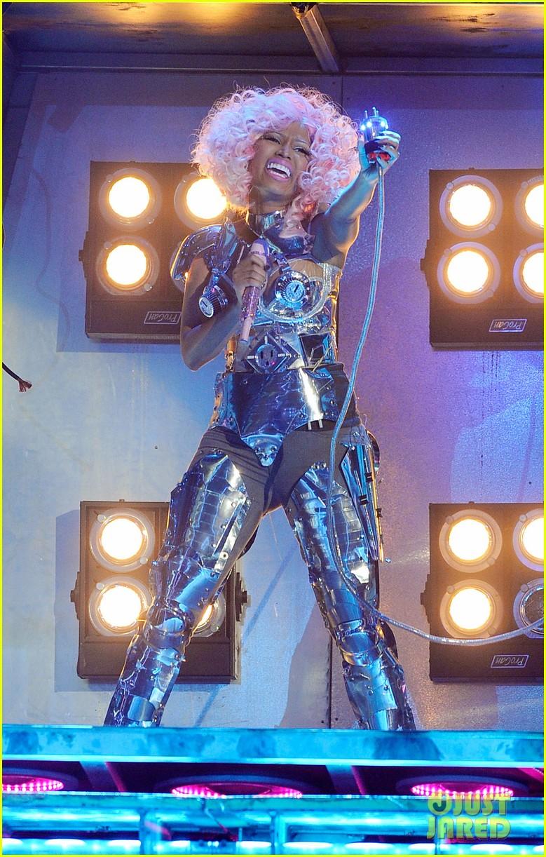nicki minaj sophia grace brownlie amas 2011 012602480