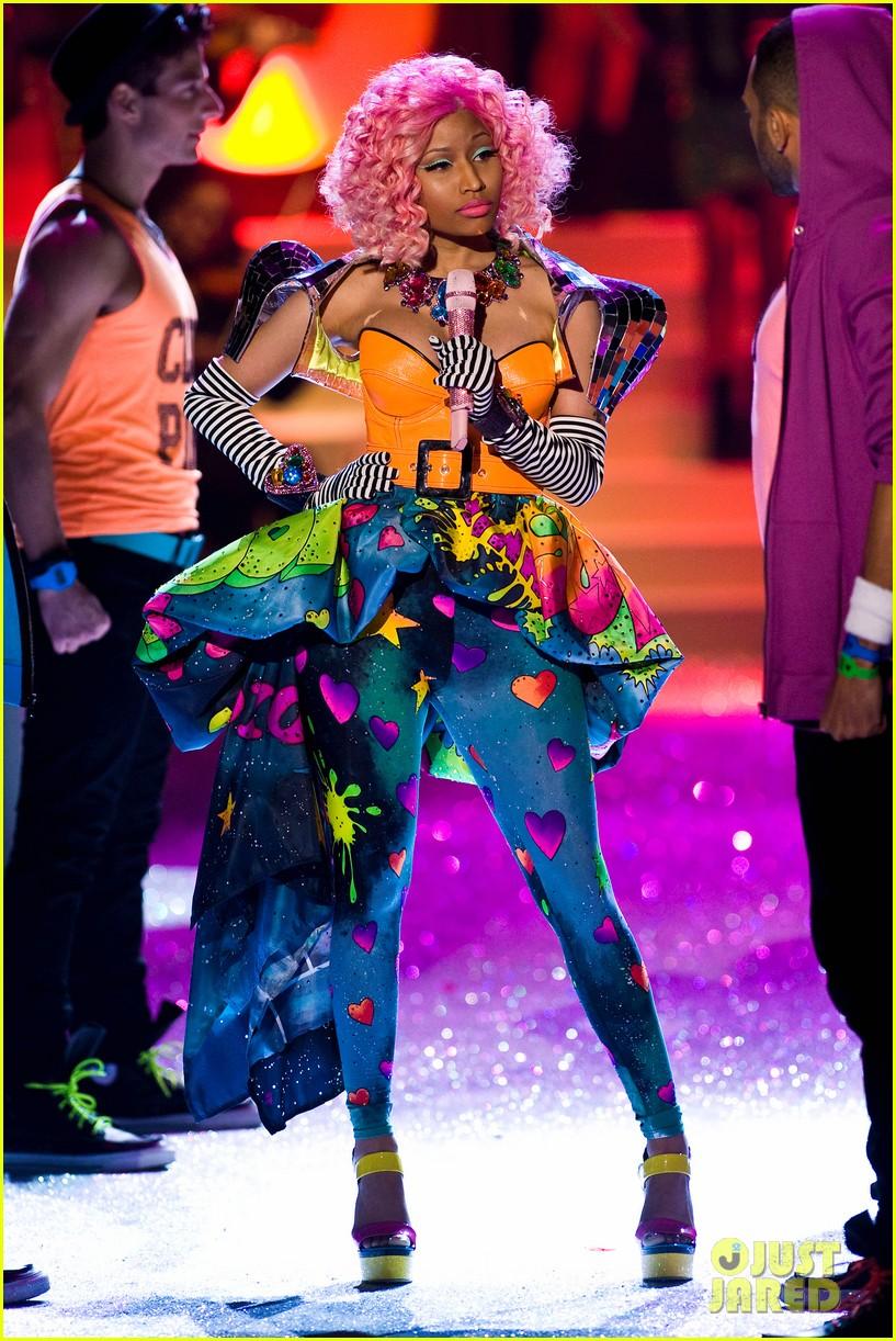 nicki minaj kanye west jay z vs fashion show 012598715