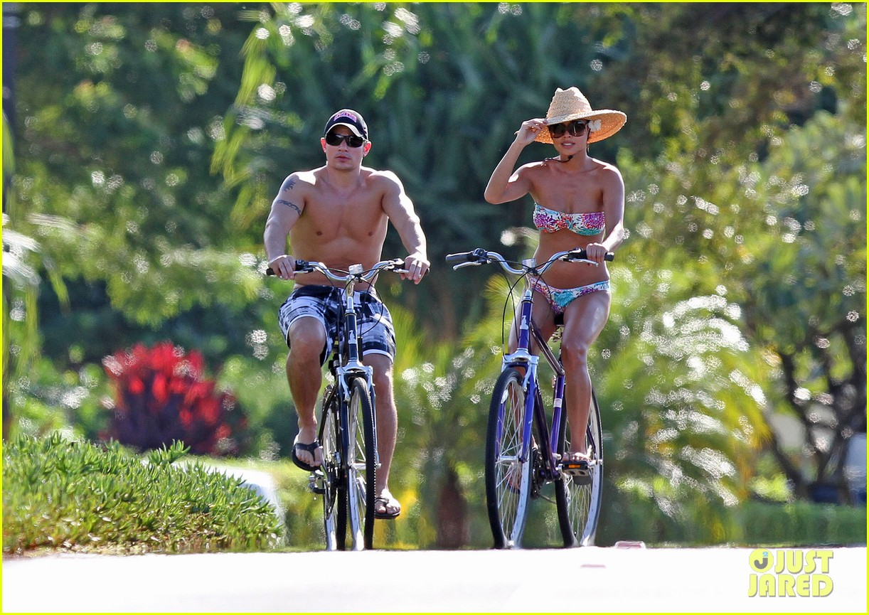 nick lachey vanessa minnillo bikini shirtless bike ride 012599455